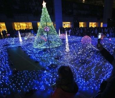 sparkling-christmas-lights-in-tokyo-japan-holidays-14097365324nkg8-520x348